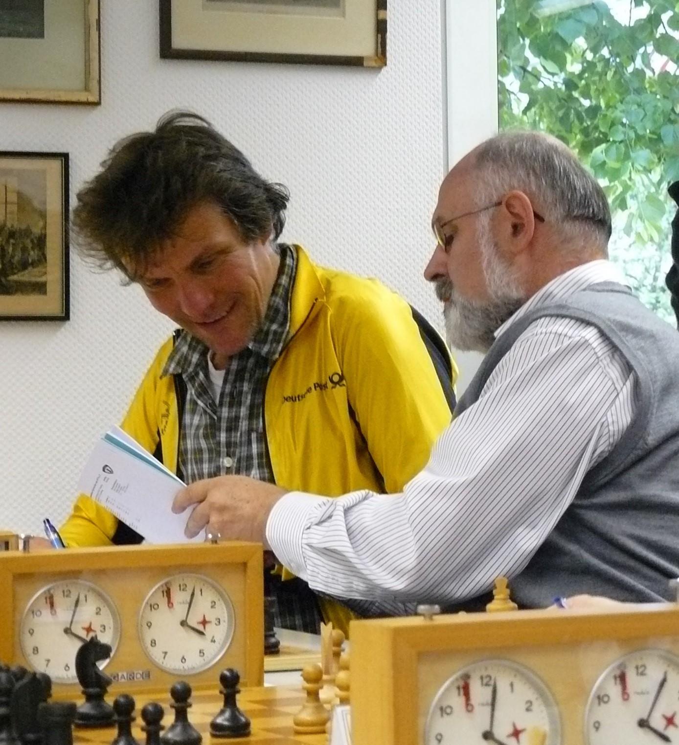 Die beiden langjährigen HSK 11 Mannschaftsführer Udo Figger und Kurt Kahrsch  (Aufnahme aus dem Jahr 2009 aus dem Wettkampf HSK 11 gegen Marmstorf)